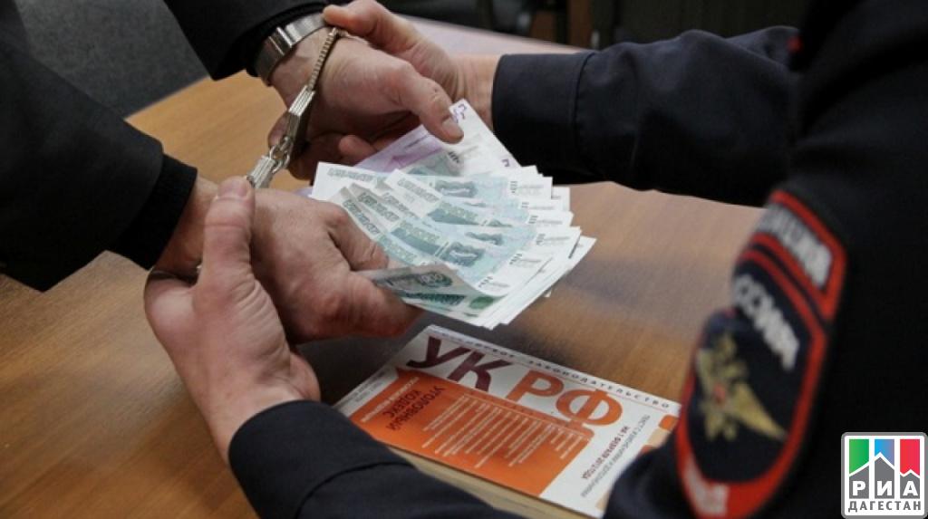 Глава отдела дознания МВД вМахачкале схвачен при получении взятки