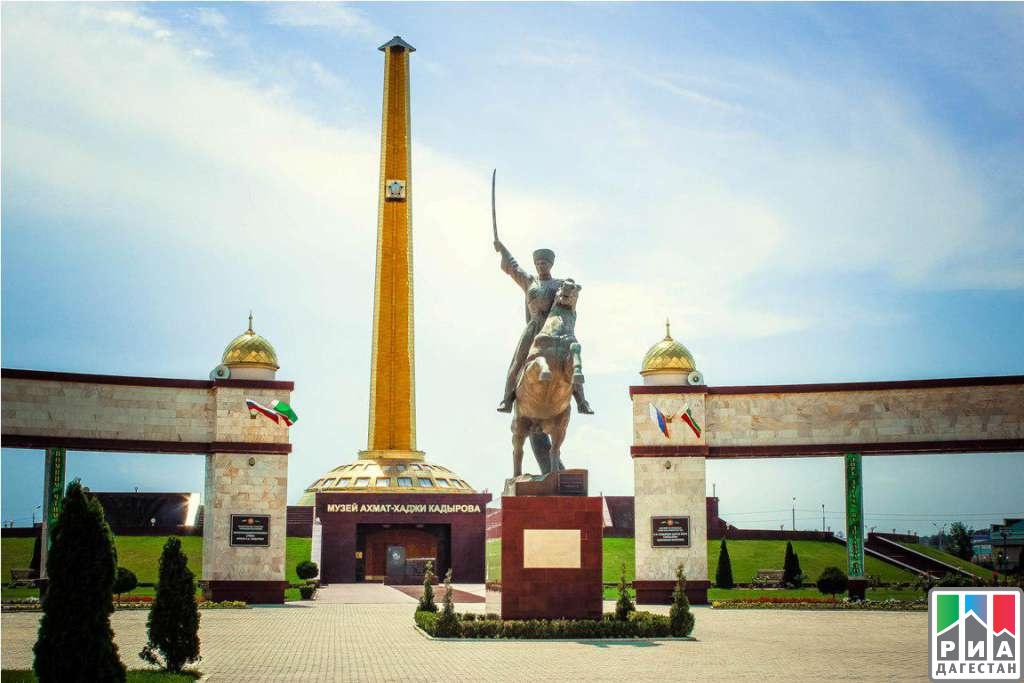 Встолице Дагестана проходит выставка «Красота спасет мир»