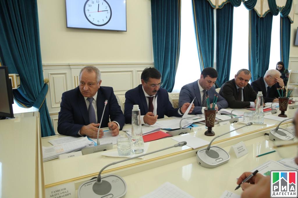 Глава Дагестана провел совещание по вопросам реализации приоритетных проектов