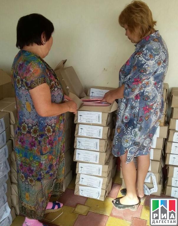 Свыше 40 муниципалитетов Дагестана получили учебники для 1,3 и четырех классов