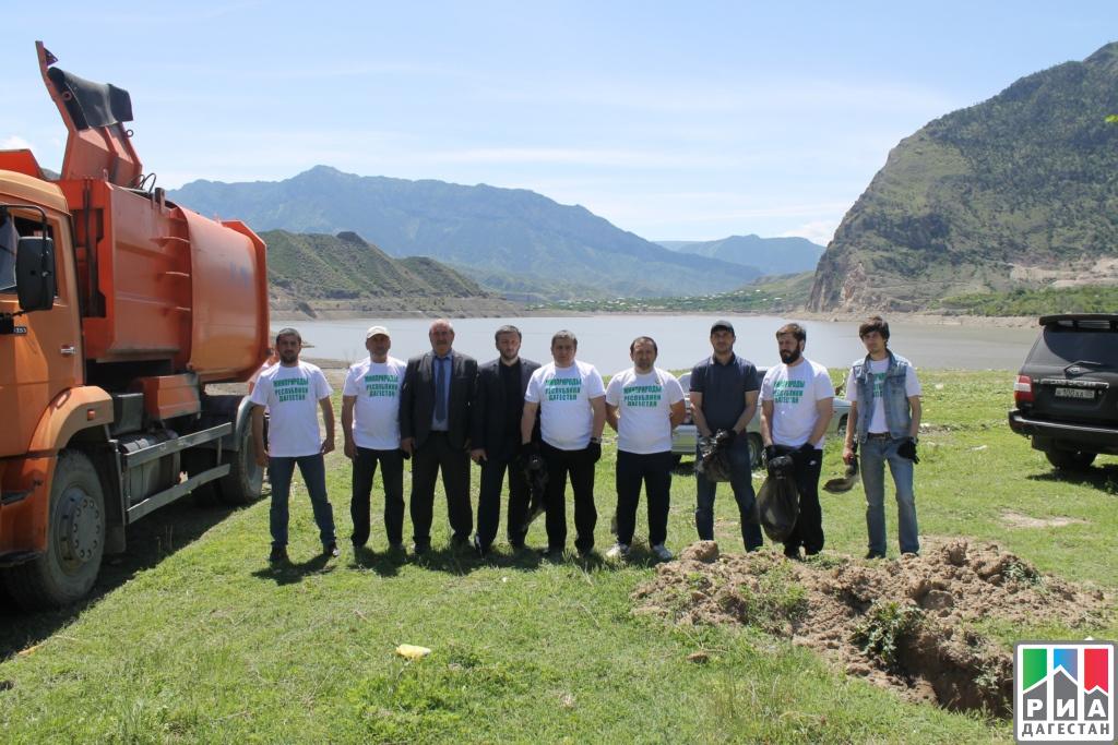 Работники Минтрансэнергосвязи Дагестана приняли участие вэкологической акции поочистке берега моря