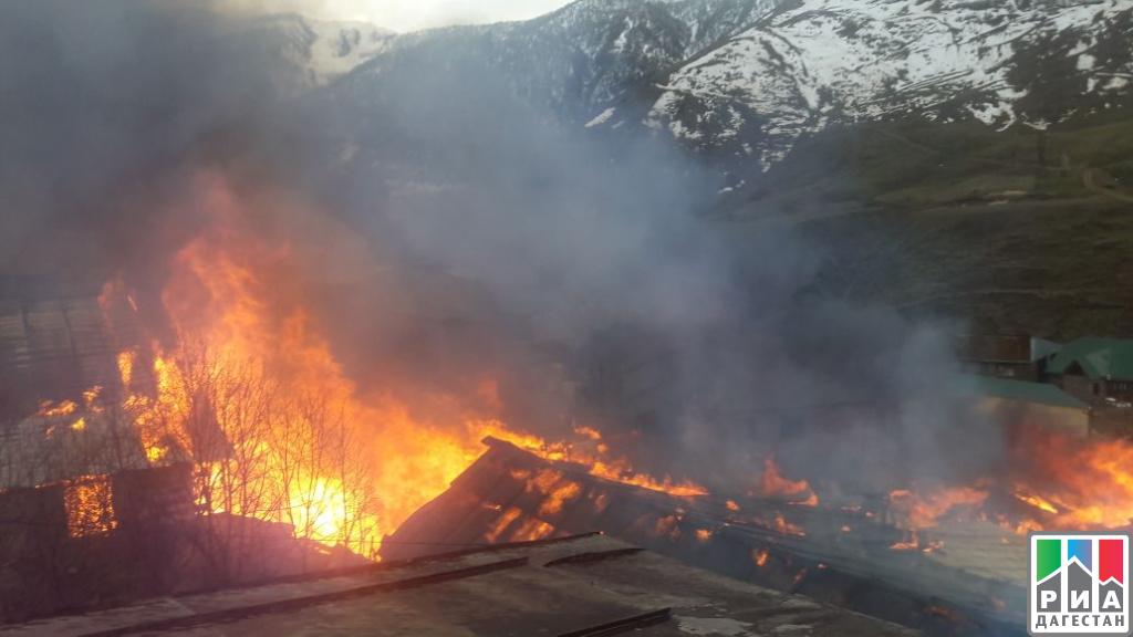 Семь построек сгорели в итоге  сильного пожара вселе Генух
