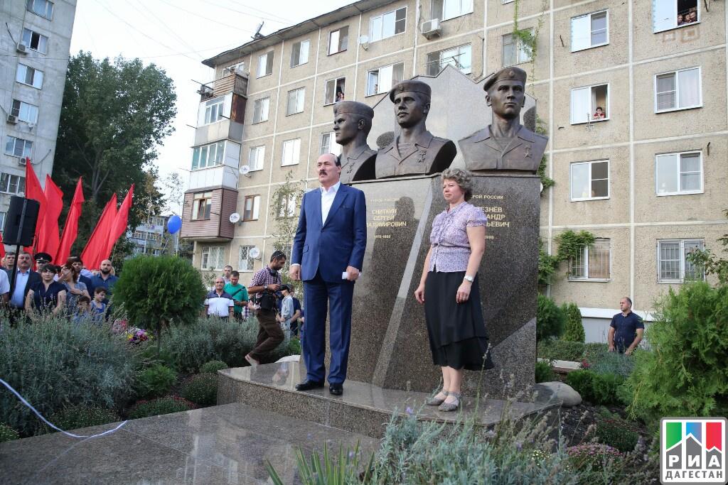 ВДагестане открыли монумент ОМОНовцам, погибшим впроцессе 2-ой чеченской