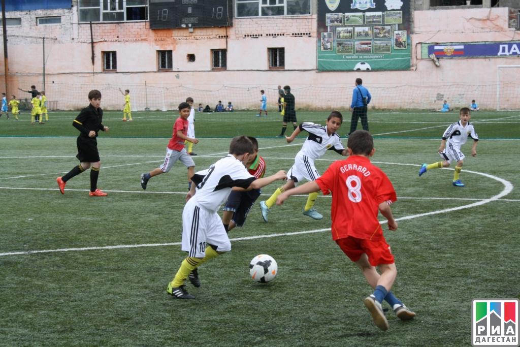 ВМахачкале закончился футбольный фестиваль «Локобол— 2017— РЖД»