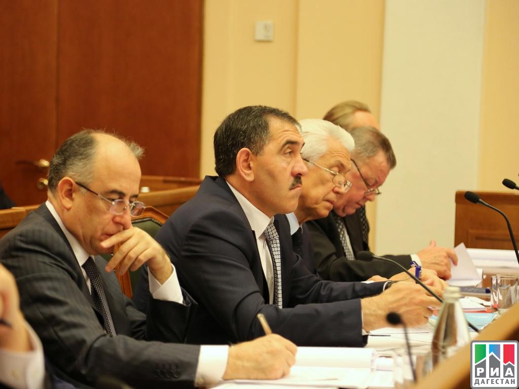 Врио руководителя Дагестана Владимир Васильев принял участие в совещании НАК