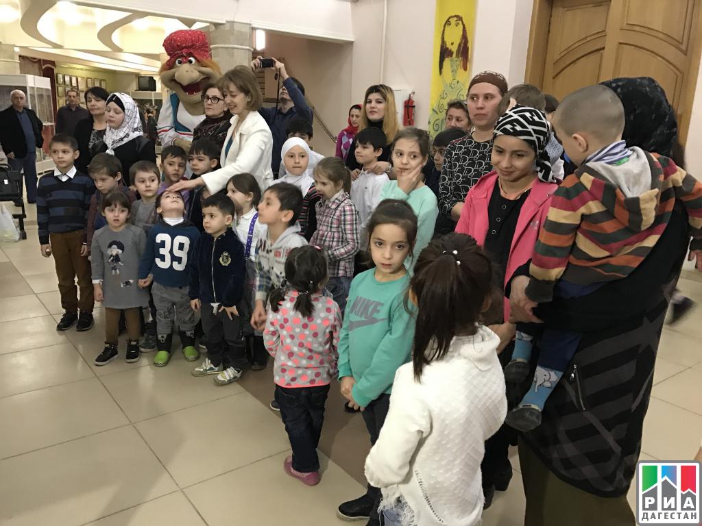 Челябинский театр кукол дарит зрителям подарки вчесть профессиональных праздников