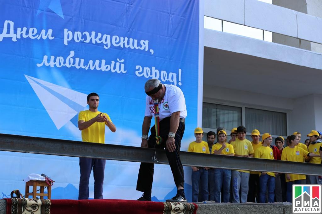 Известный дагестанский силач установит новый рекорд