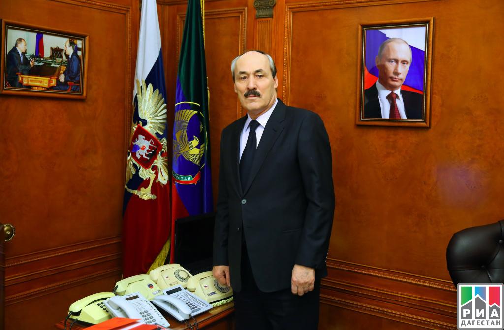 Магомедсалам Магомедов поздравил дагестанцев сДнем КонституцииРД