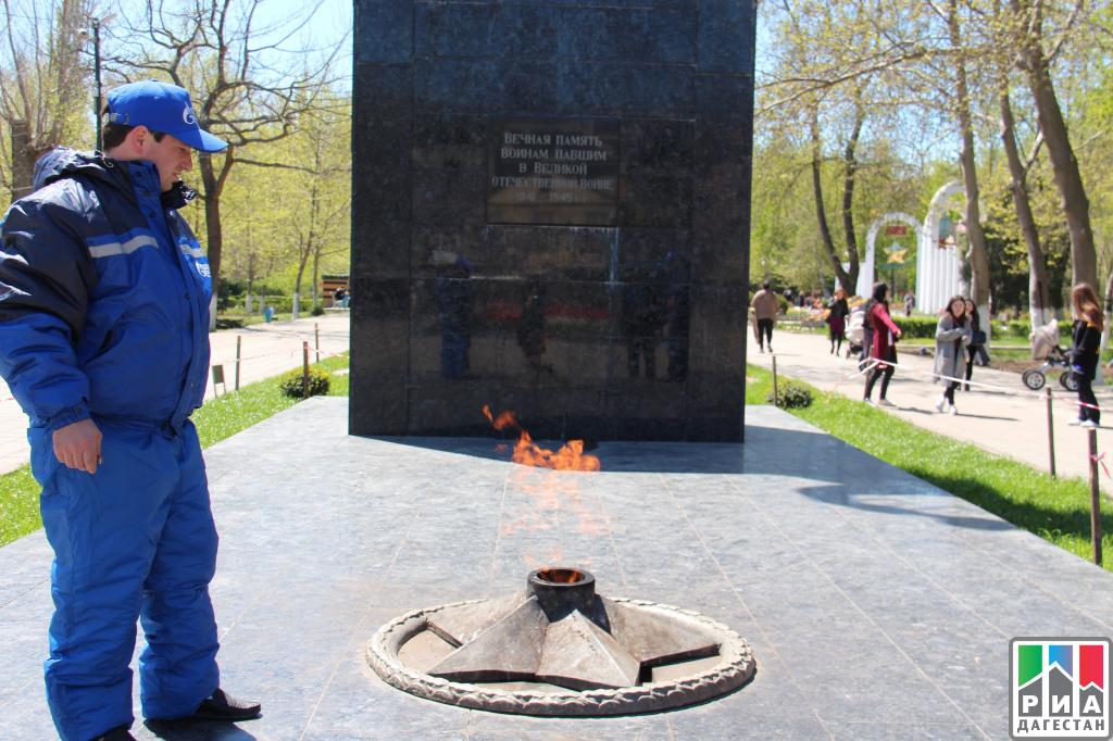 Газовики проверили мемориалы «Вечный огонь» впреддверии Дня Победы