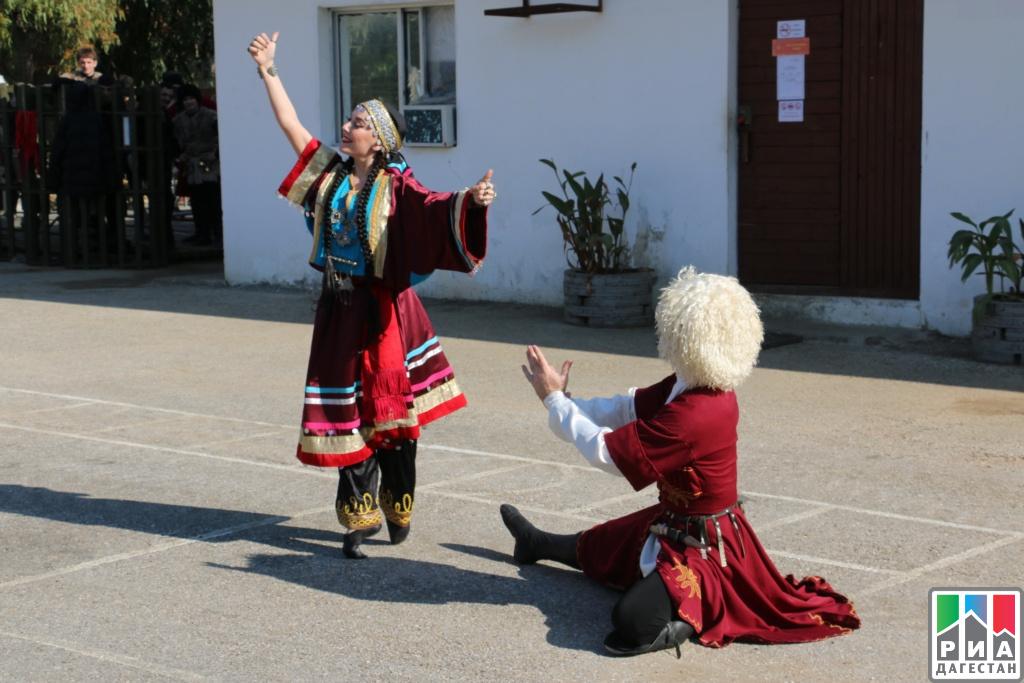 Дагестанский ансамбль «Лезгинка» выступил перед российскими солдатами вСирии