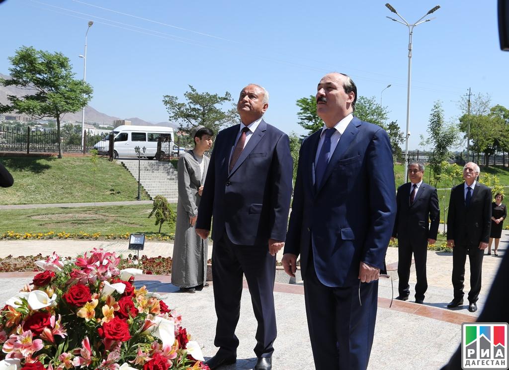 Рамазан Абдулатипов иАбдурахмон Кодири заключили Соглашение осотрудничестве регионов