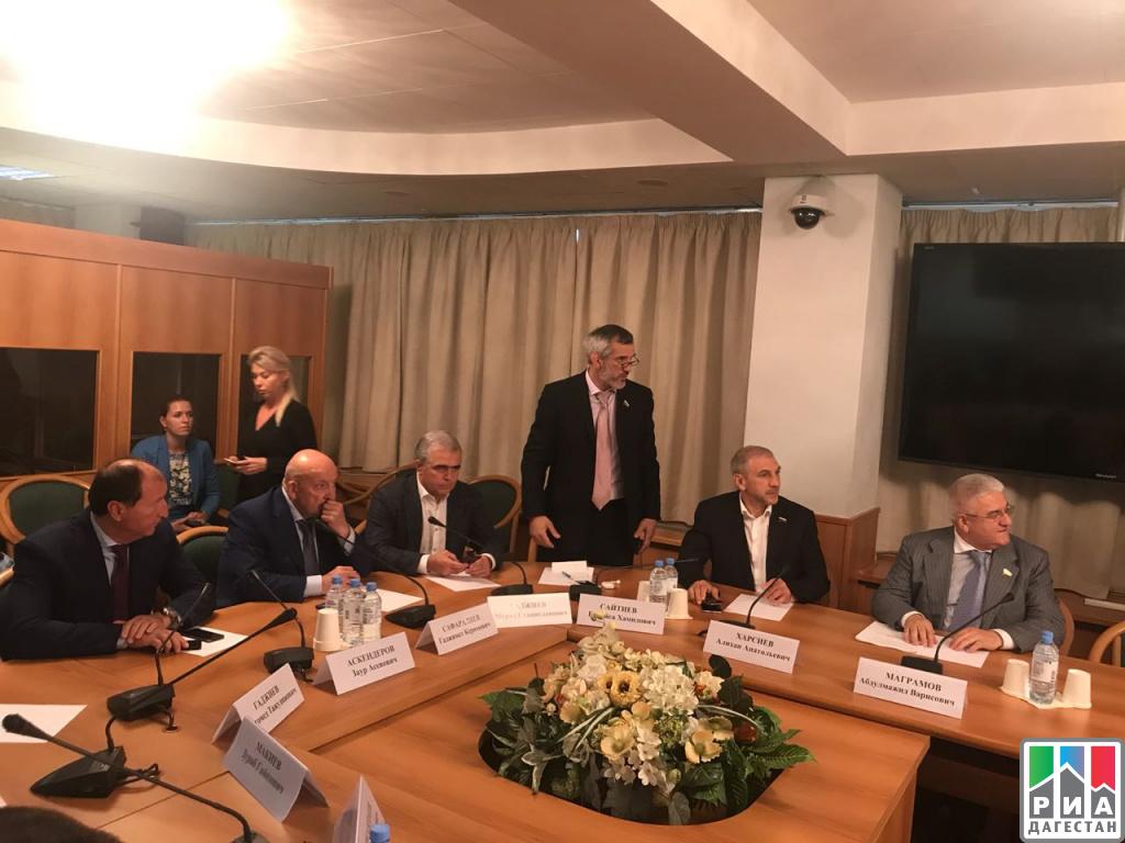 Народные избранники Государственной думы отДагестана встретились сминистром поделам Северного Кавказа